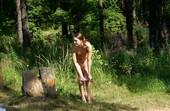 podglyadeli-v-lesu-za