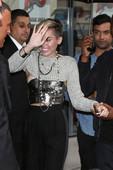 Miley Cyrus (4 HQ) Mini Shorts Vulva Sin Bragas & Desliz Areola Pezón